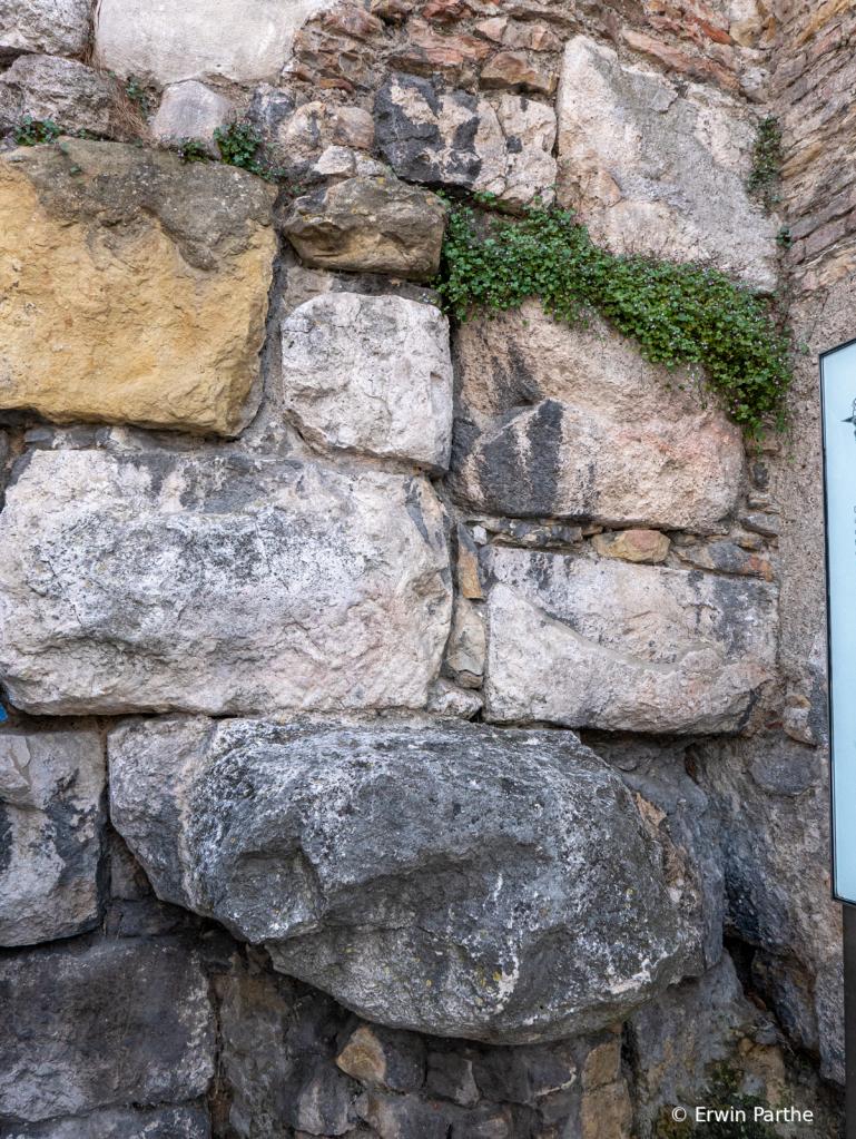 Roman Wall Construction ...no mortar