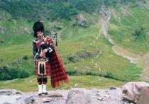 The Loch Ness Piper