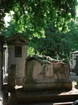 hero's grave