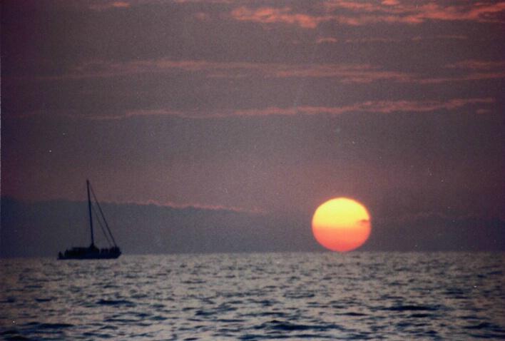 Sunset & Boat - ID: 343051 © Lamont G. Weide