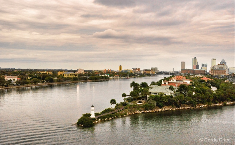 Land and Water, Tampa Bay, FL - ID: 8276436 © Gerda Grice