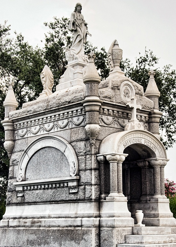 Pizzati Tomb, Metairie Cemetery