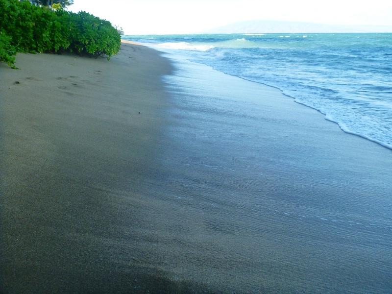 Sands of Kahana Beach - ID: 14365011 © Lamont G. Weide