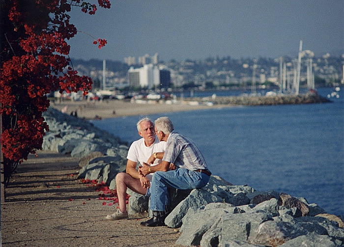 Seawall Conversation - ID: 15573191 © Ann H. Belus
