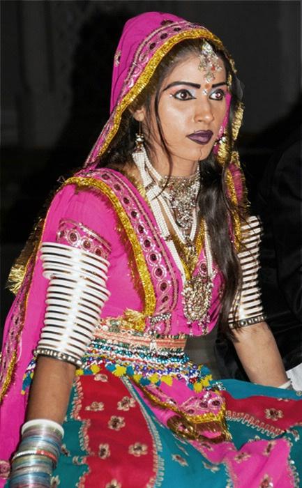Dancer in India - ID: 15574535 © Ann H. Belus
