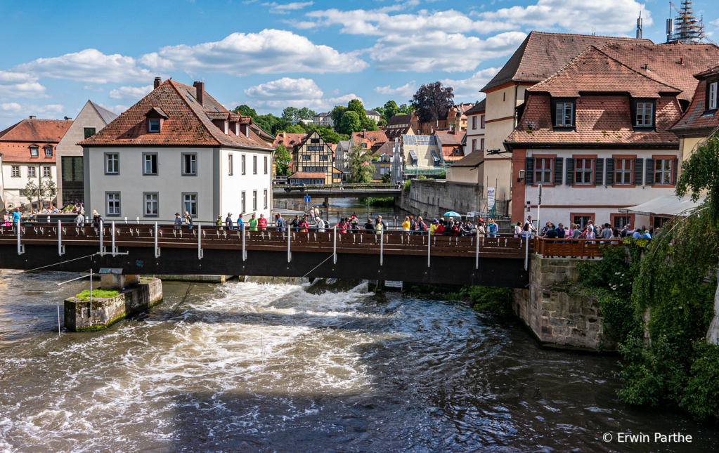 River flows though the city - ID: 15732037 © Erwin Parthe