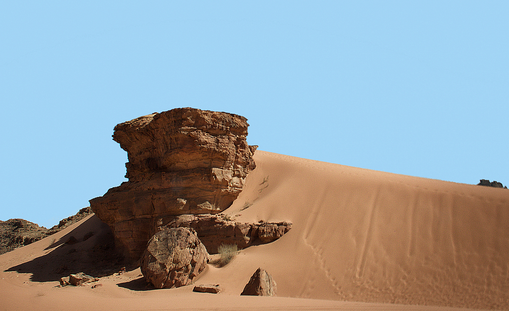 Dunes at Wadi Rum - ID: 15738875 © David Resnikoff