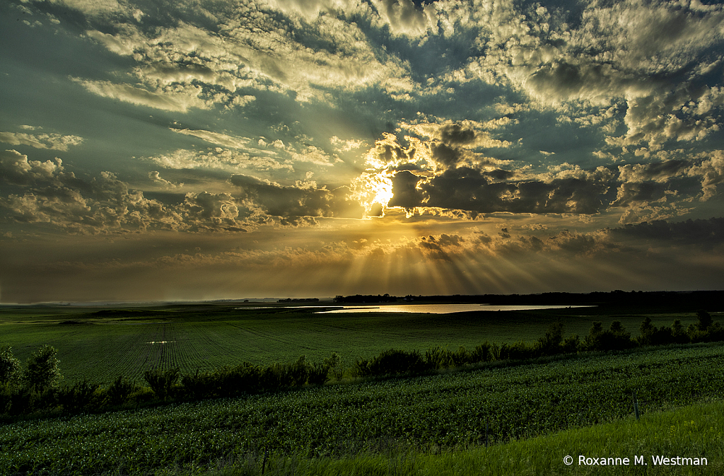 Glorious sun rays in North Dakota landscape - ID: 15739933 © Roxanne M. Westman