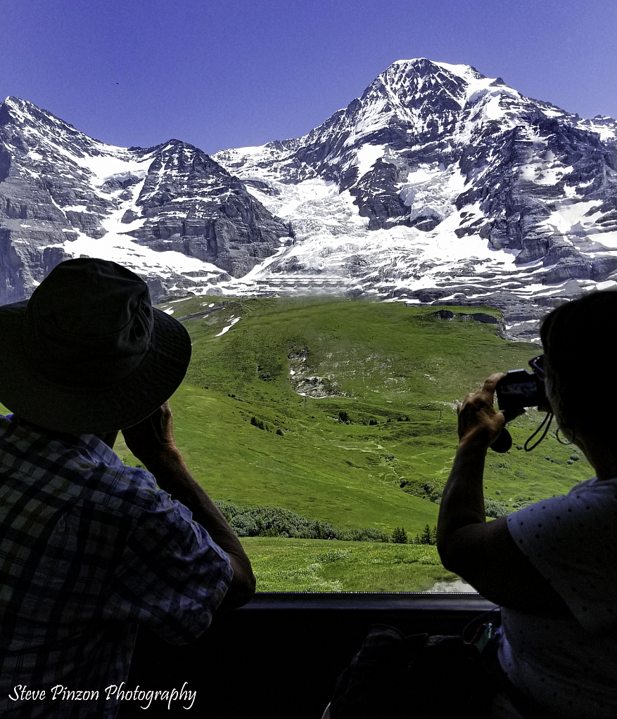 Window to the Alps - ID: 15751453 © Steve Pinzon
