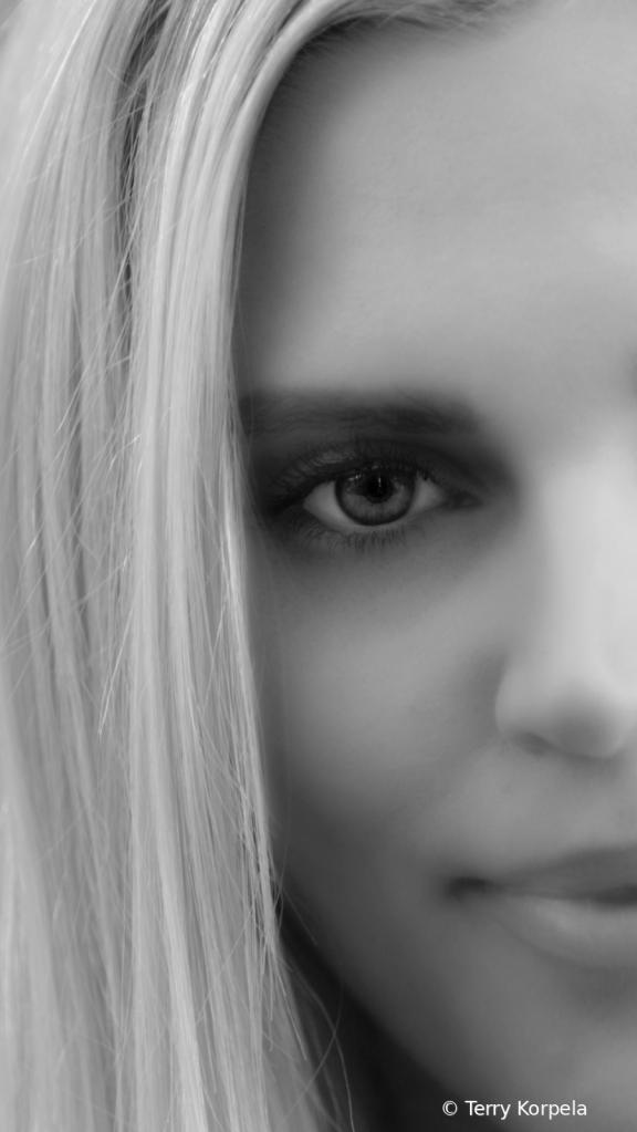 Black and White Close Up - ID: 15762106 © Terry Korpela