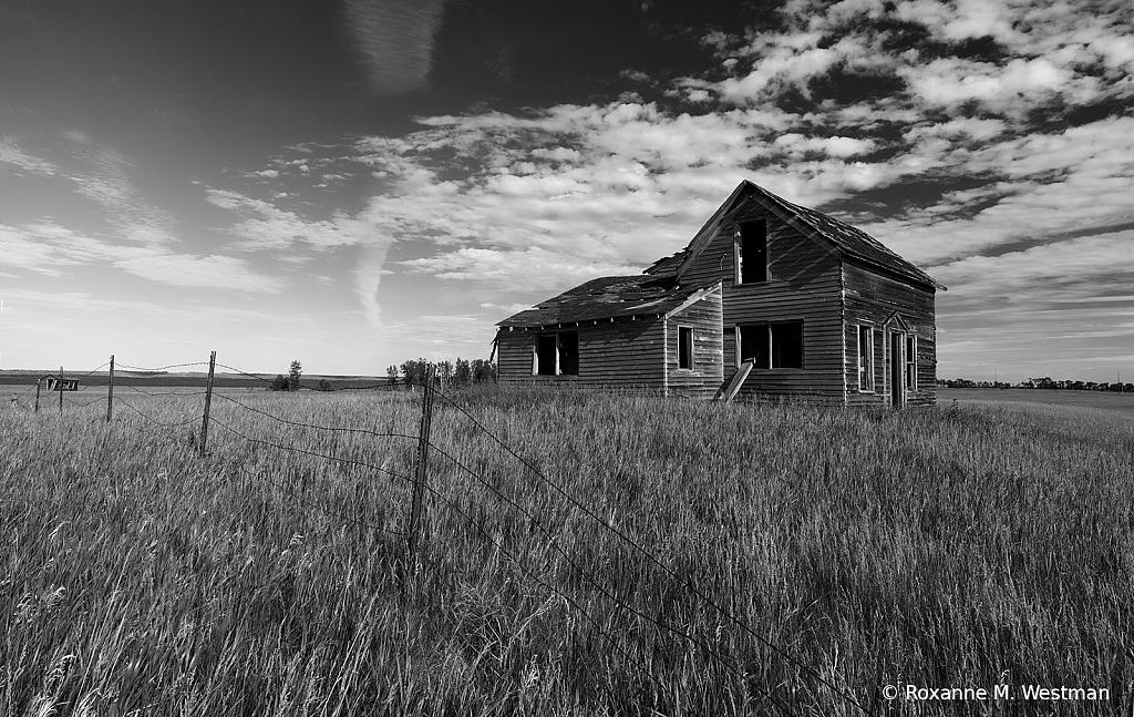 Abandoned house on North Dakota prairie - ID: 15814870 © Roxanne M. Westman