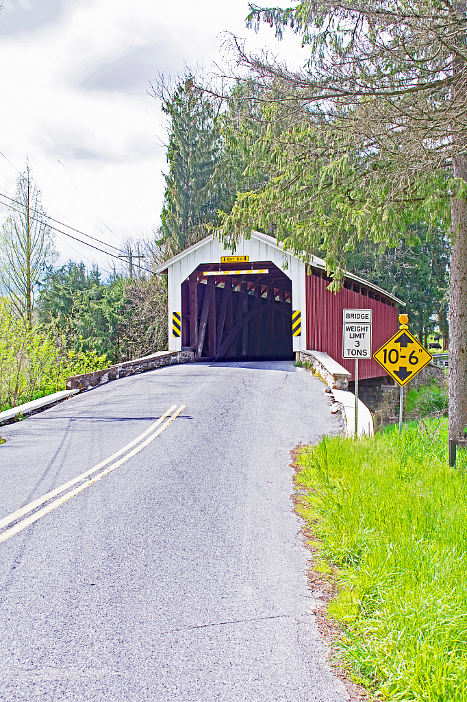 Leading Lines to a Covered Bridge