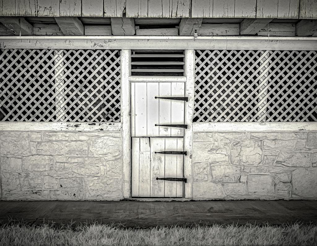Stable Door, Pry Farm - Antietam Battlefield  - ID: 15817376 © Martin L. Heavner