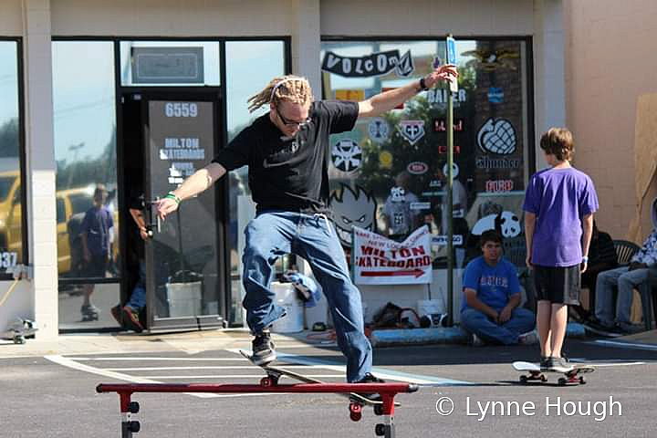 Skate Competition - ID: 15822265 © Lynne Hough