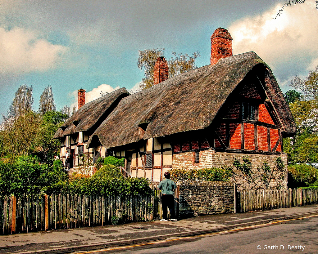 Old Thatched Roof House in England in 2004.