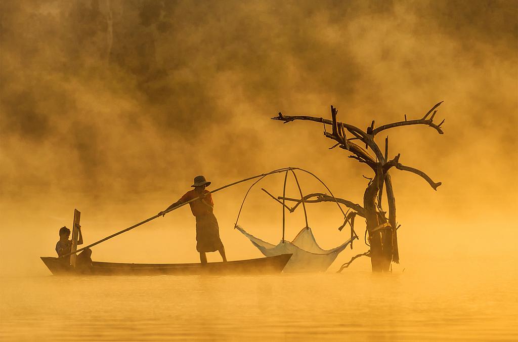 Fishermen at the Paung Laung dam