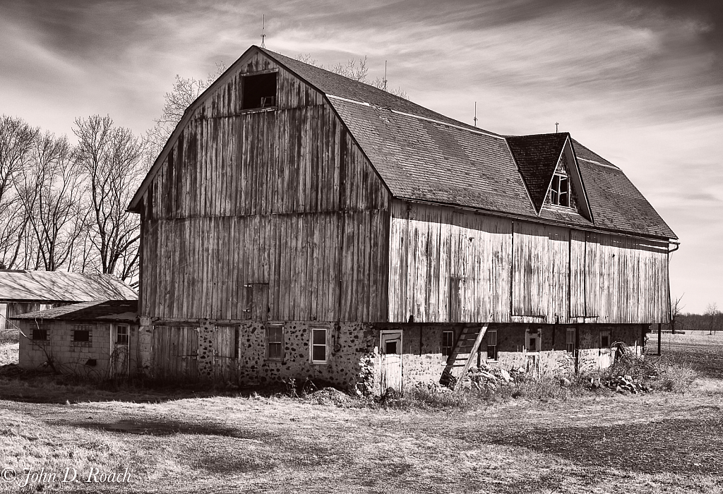 The Old Barn - ID: 15828744 © John D. Roach