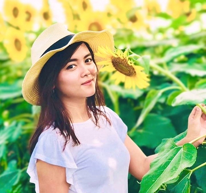 Sun flower ????and beautiful girl