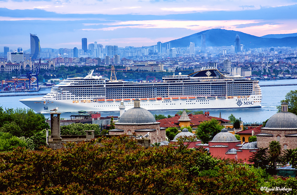 Cruise Liner - Istanbul