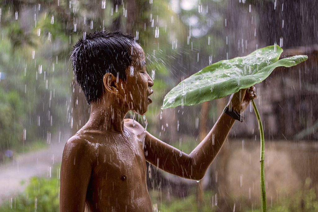 A childern in the rain