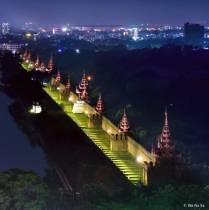 Night scene of Mandalay palace