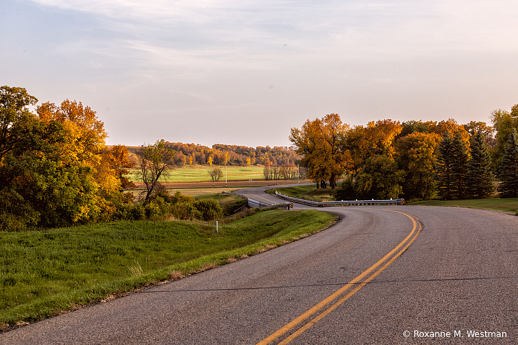 Fall drive through the valley - ID: 15854516 © Roxanne M. Westman