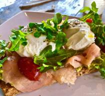 Avocado Toast, Smoked Salmon, poached Eggs