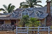 A HOUSE NEAR THE BEACH