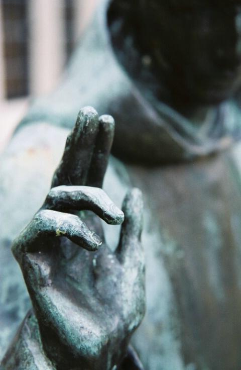 Gravesite Statue - Closeup1