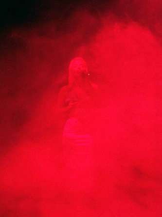 Tango red fog songstress
