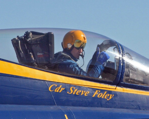 Blue Angels Commander Gives Thumbs Up on Taxi