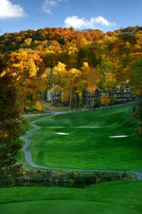 Fall color from num 17 tee