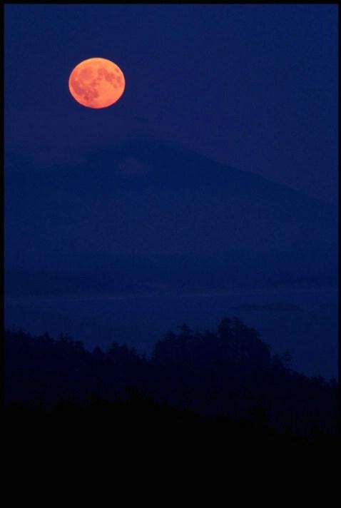 full moon over longbeach