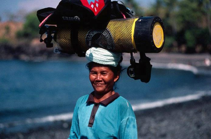 Bali dive porter
