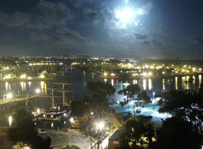 Dana Point Moonset