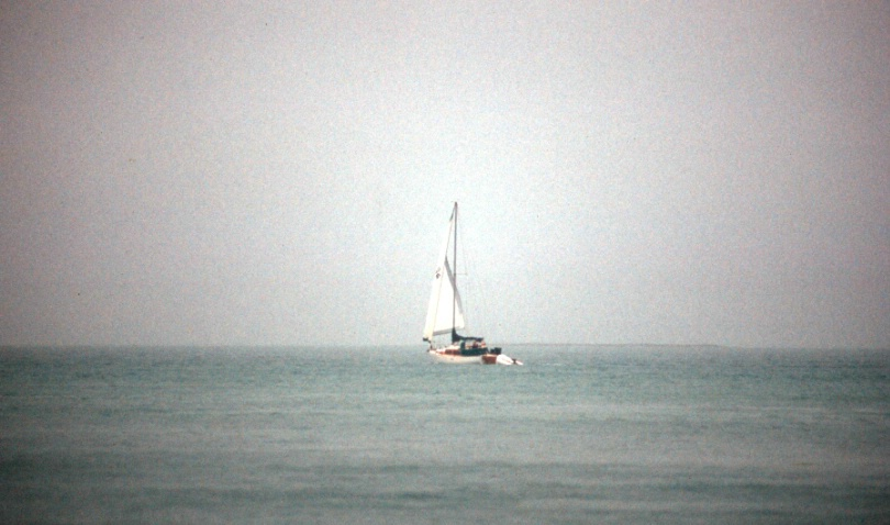 yacht_in_the_mist_0106