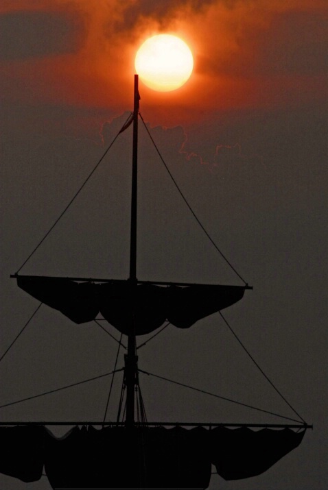 Sun and Mast