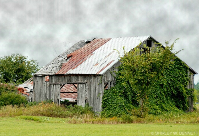 old_barn_with_front_opening_4