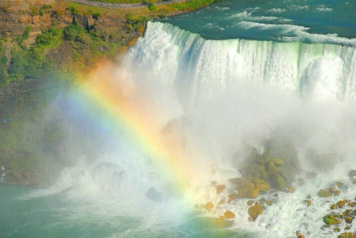 NIAGARA AMERICAN WITH RAINBOW