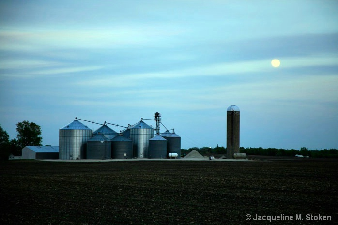 Full moon over farmland - 5/19/08