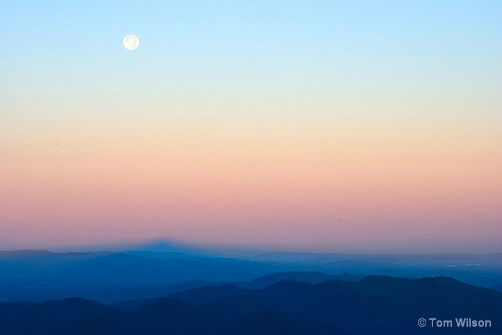 Moonset and Earth Shadow from Brasstown Bald