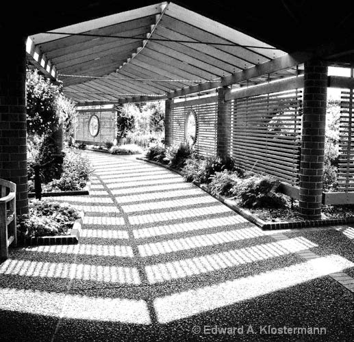 garden-center-walk