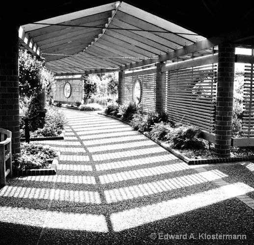 Garden Center Walk, Mobot