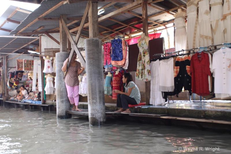 start of floating market