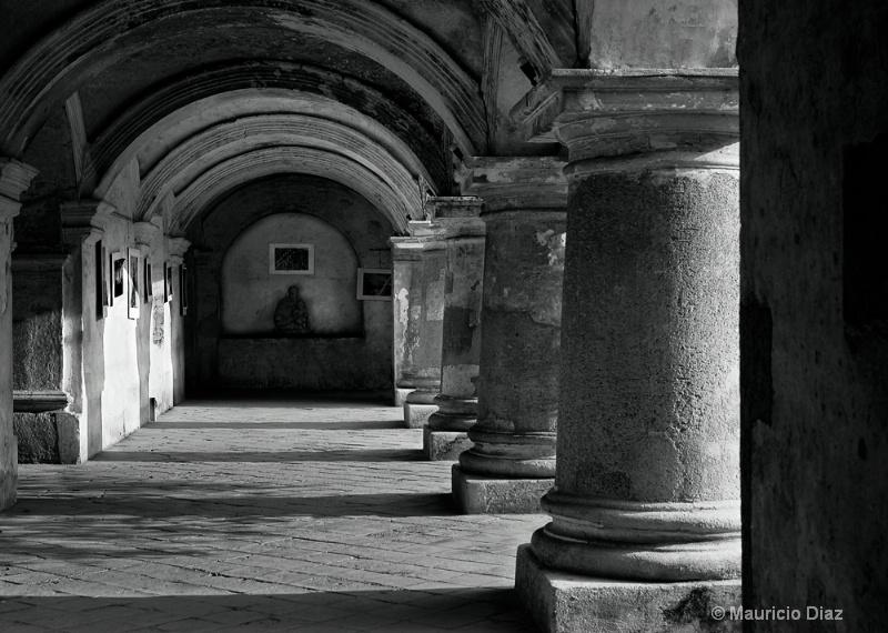 Capuchinas Columns