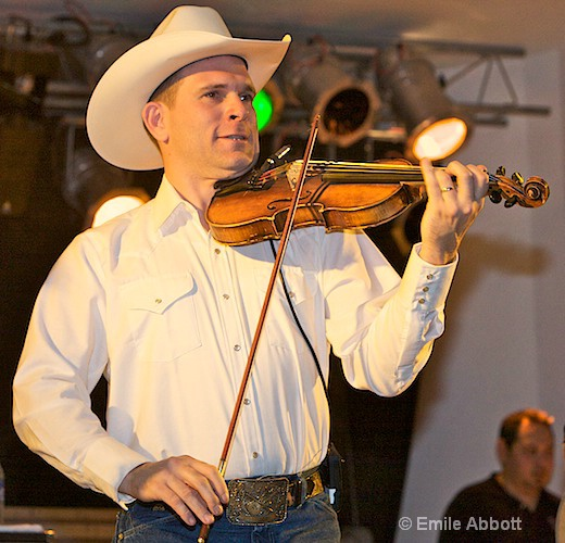 Jason Roberts,  Fiddle