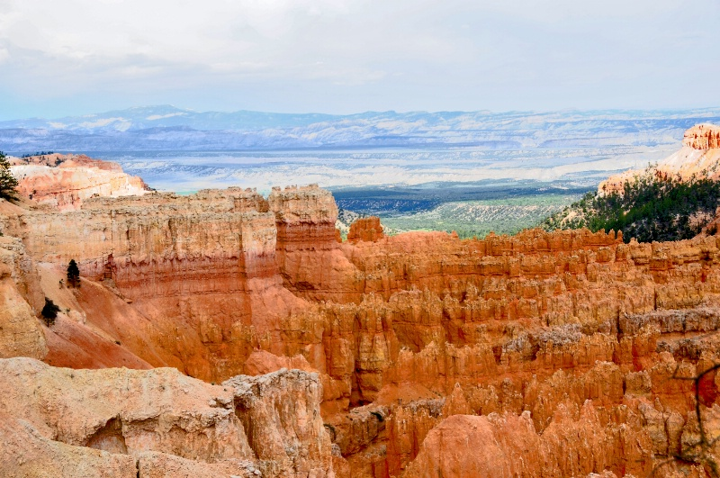 BEAUTIFUL VIEW OVERLOOKING BRYCE POINT.