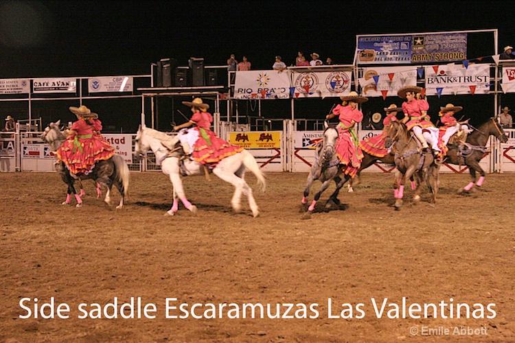 Circle formation side saddle Escaramuzas Las Valen
