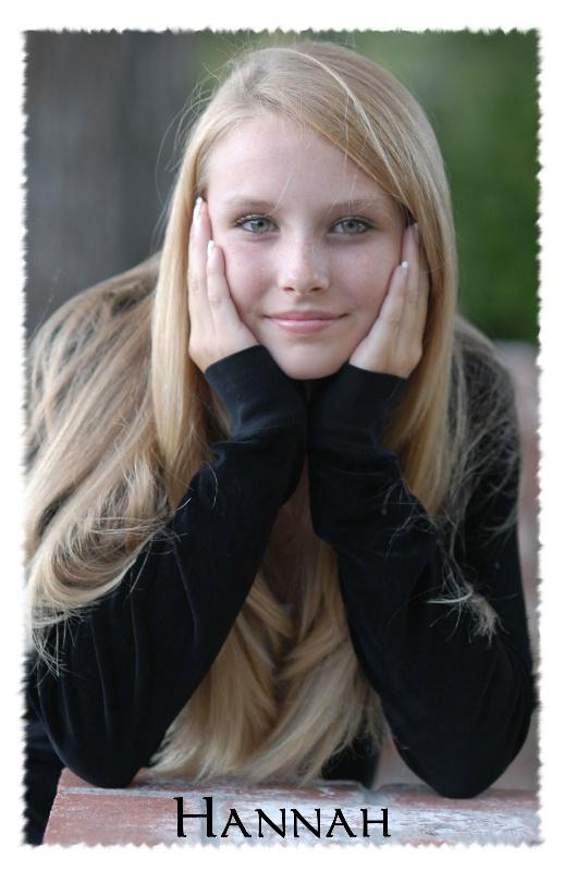 Hannah (Headshot)