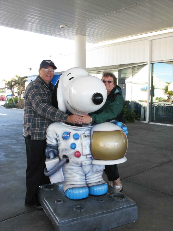 """EVERYBODY LOVES A """"SNOOPY"""" ASTRONAUT"""